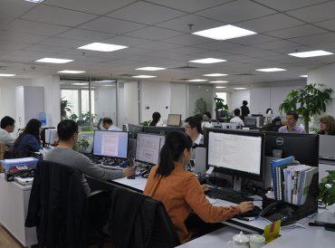 在华人事、办公室和财务服务